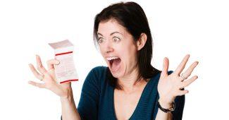 mulher-ganha-na-loteria-bilhete-premiado-sorteio-premio-premiacao-sorte-1481578095672_956x500