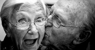 Casal-de-idosos